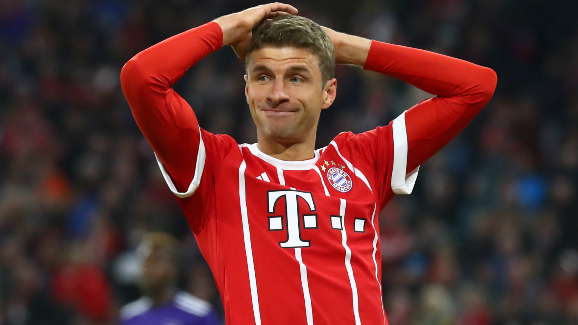 El jugador del club alemán fue sancionado por la UEFA con dos partidos de suspensión por la tarjeta roja que vio en el duelo contra el Ajax