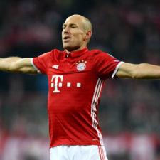 Arjen Robben confirmó que tiene varias ofertas en el mercado