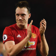 Phil Jones renovó con el Manchester United hasta 2023