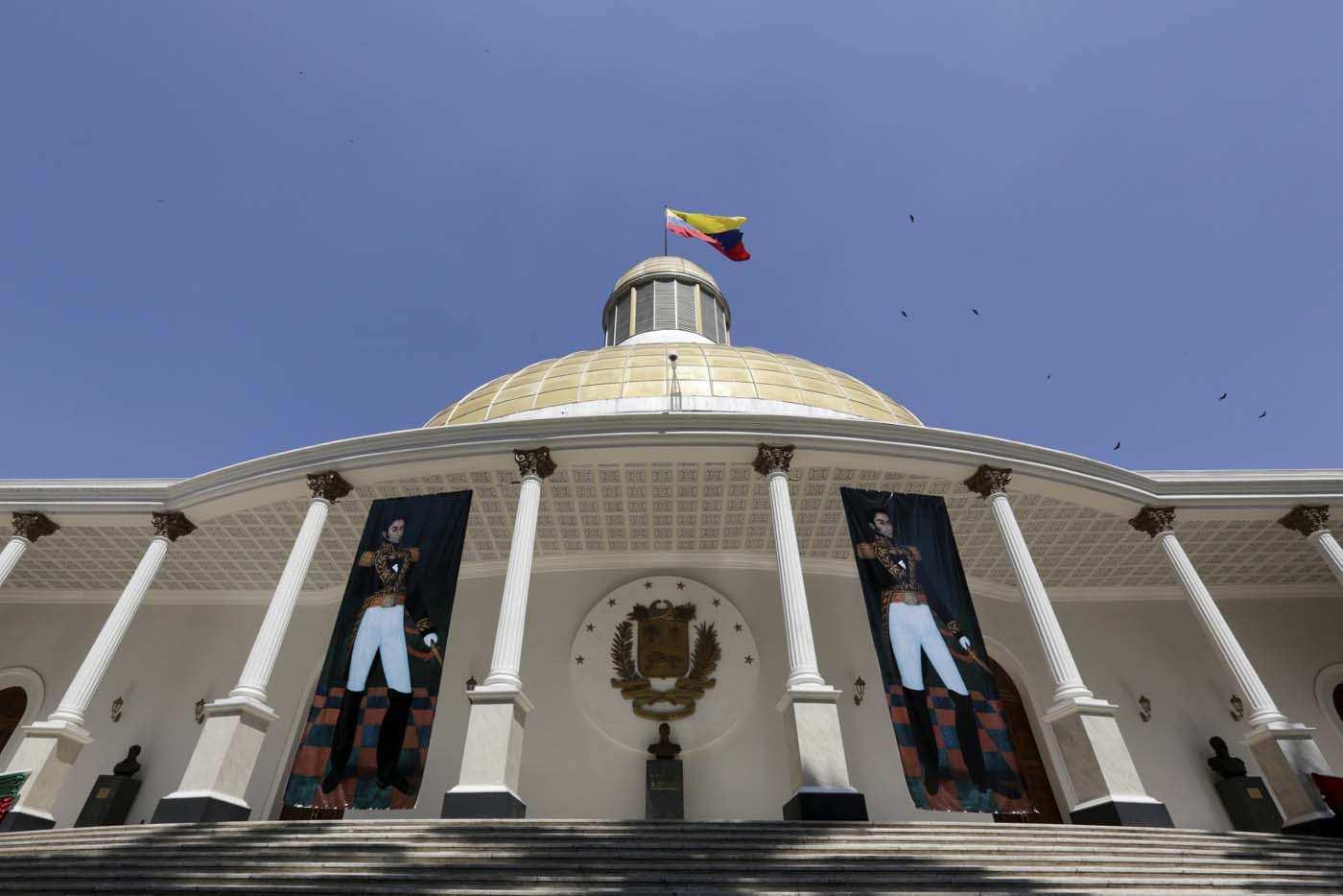 """El Sumario - El presidente del parlamento, Juan Guiadó, indicó que esta Ley """"viene a proteger a los empleados"""""""