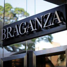 Braganza realza la belleza de la mujer con sus elegantes joyas