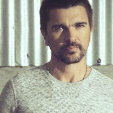 """Juanes es nominado a """"Persona del Año"""" en los Premios Grammys"""