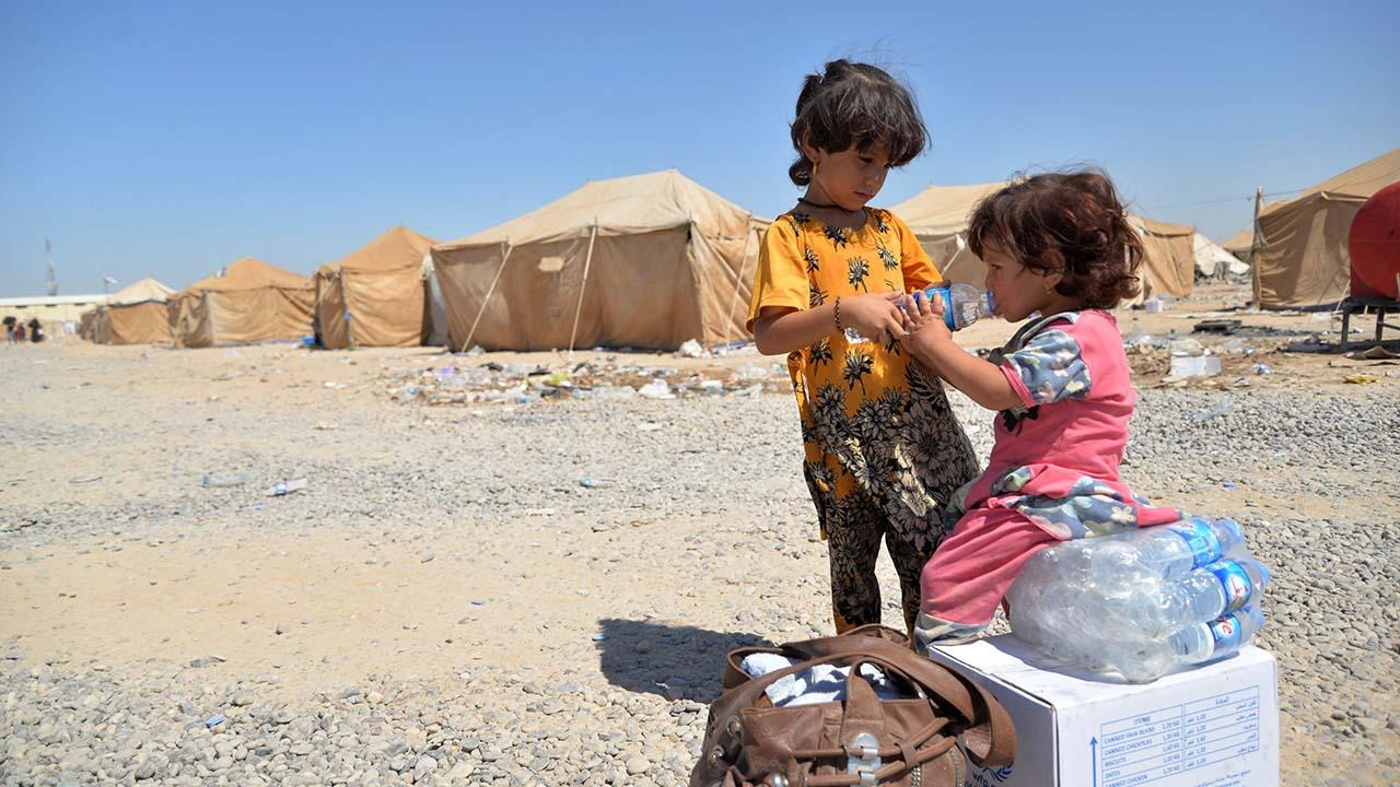 La falta visados humanitarios aboca a muchas familias y a menores de edad no acompañados a emprender rutas peligrosas