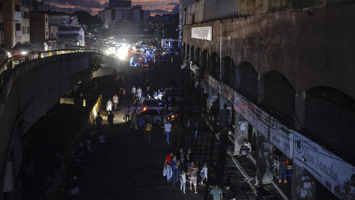 Información de Comunidad en El Sumario - Nuevo apagón eléctrico este 22-J se produce en Venezuela