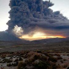 Perú recomienda evacuar poblaciones cercanas del volcán Ubinas