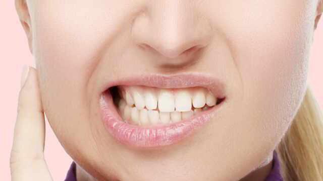 Apretar o rechinar los dientes se puede corregir y tratar