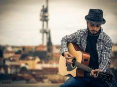 elsumario - El criollo residenciado en Praga lanzó su primer sencillo pop latino donde relata la historia de una estafa basada en una experiencia real