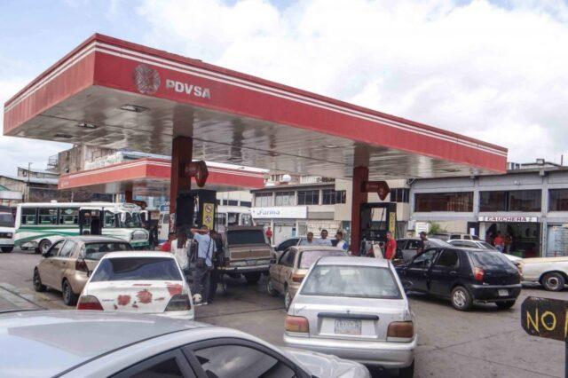 Pdvsa desaloja a concesionarios y ocupa estaciones de gasolina
