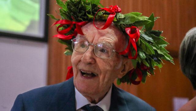 Un italiano de 96 años se licencia en Filosofía e Historia