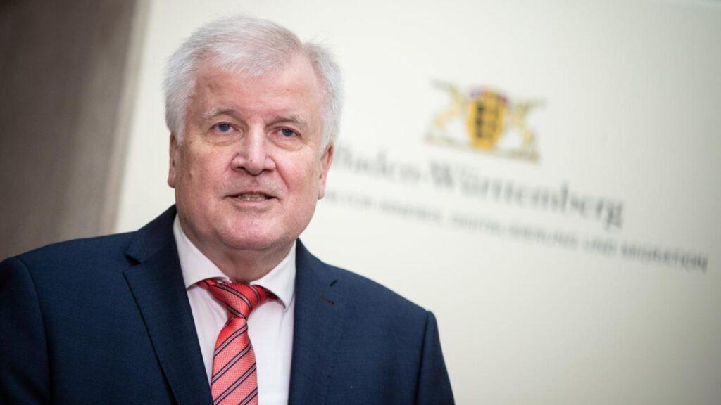 Ministro alemán Horst Seehofer considera que es pertinente el regreso de  aficionados a los estadios | El Sumario