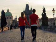 Keny Gómez le canta al amor y al mundo, en Más que antes, desde Praga