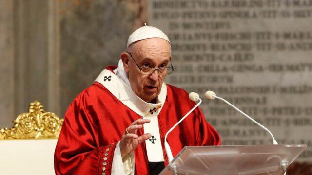 El papa pide que la vacuna contra el COVID-19 sea universal