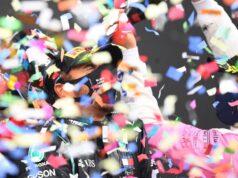 El piloto inglés alcanzó su décima victoria del año, elevando a 94 su propia marca de triunfos en la F1