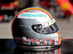 """El Sumario - Subastan por US$ 272.482 el casco """"arco iris"""" de Vettel"""