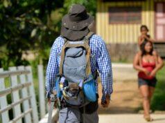 El Sumario - Hombre protege a monos huérfanos de la cacería en la selva colombiana