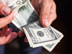 El Sumario - La moneda venezolana se devalúa 1,3 % cada día frente al dólar