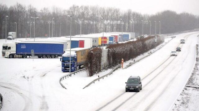 El Sumario - Fuertes nevadas paralizan algunas partes de Alemania