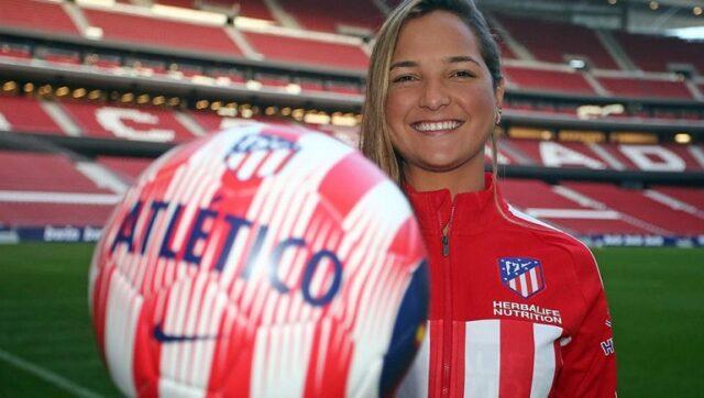 El Sumario - Balones y uniformes deportivos fueron donados por Deyna Castellanos