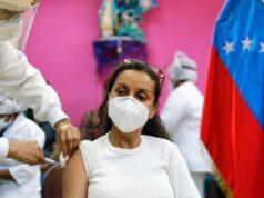 """Venezuela afirma que la vacunación va """"viento en popa"""""""