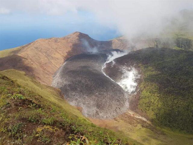 El Sumario - San Vicente y Las Granadinas recibirá ayuda venezolana por erupción de volcán