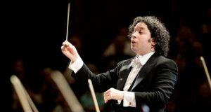 El Sumario - Gustavo Dudamel y la Filarmónica de Los Ángeles regresan al Hollywood Bowl