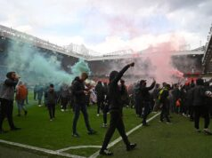 El duelo United-Liverpool fue suspendido por la invasión de 200 aficionados