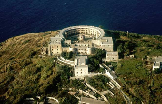 El Sumario - Italia transformará la antigua prisión de Santo Stefano en un destino turístico