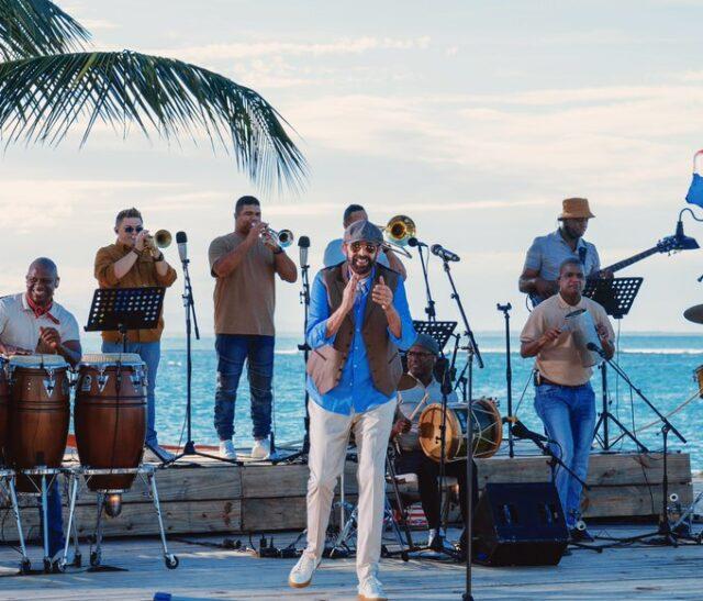 El Sumario - Juan Luis Guerra lanza un álbum con 16 de sus éxitos