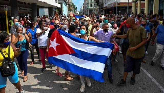 """El Sumario - Emilio Estefan dedica la canción """"Libertad"""" al pueblo de Cuba"""