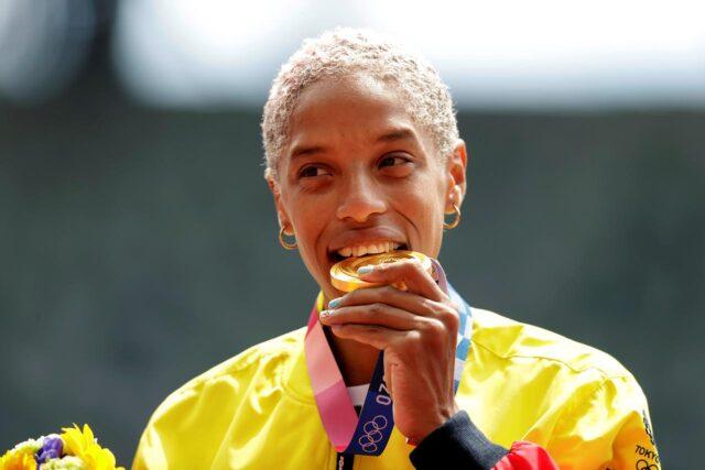 El Sumario - Sabes por qué los atletas muerden sus medallas olímpicas - Yulimar Rojas
