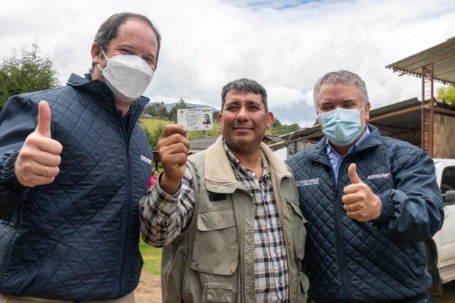 El Sumario - Colombia entrega tarjetas que regulan la situación de los migrantes venezolanos